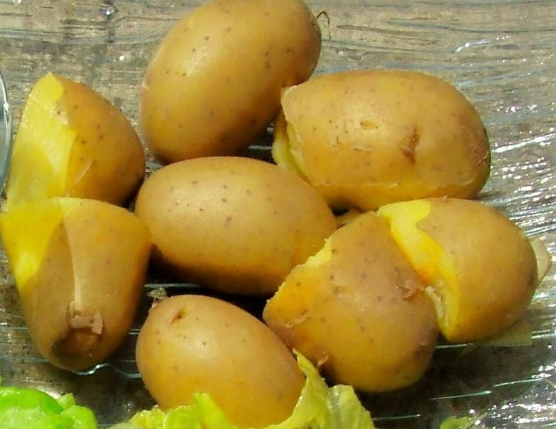 Pomme de terre cuite l 39 eau 100g calories 85 7 kcal protides 1 5 g lipides 0 1 g - Conservation pomme de terre cuite ...